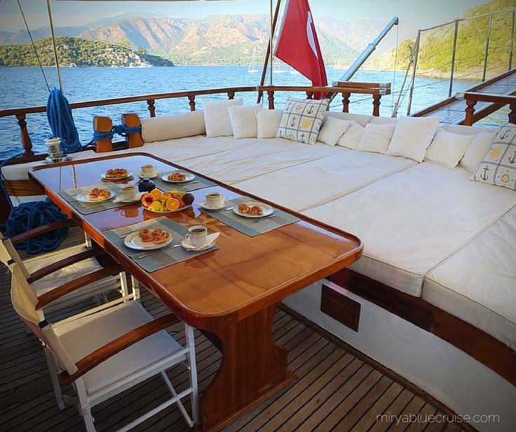 #bluecruise #teatime at #sunset. where do you like to enjoy your tea? forward or aft? http://buff.ly/1GJhaLc #guletsofia