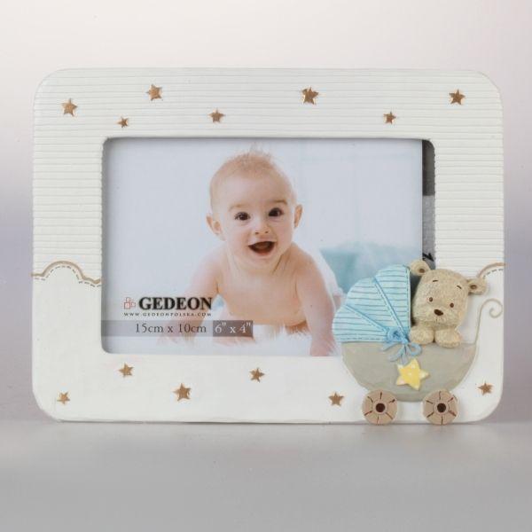Biała ramka gipsowa na zdjęcie dziecka o formacie 10x15 cm.
