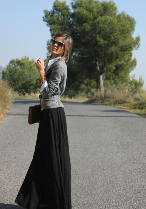 Maxi skirt, sweater, collared shirt