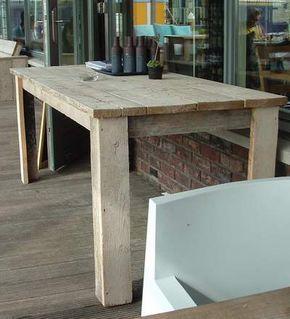 In einem Restaurant nahe der Batavia-Werft entdeckte ich rustikale Bänke und Tische aus grobem Holz. Nicht nur, dass darauf gut Sitzen war, sie gefielen mir auch sehr. Für den Fall, dass ich mal den Raum dafür habe, und so was selbst bauen kann, möchte ich die Bauart mal dokumentieren und aufheben. Unsereiner hat oft so seine Vorstellungen von wie es später aussehen soll, aber weiß dann nicht, ...