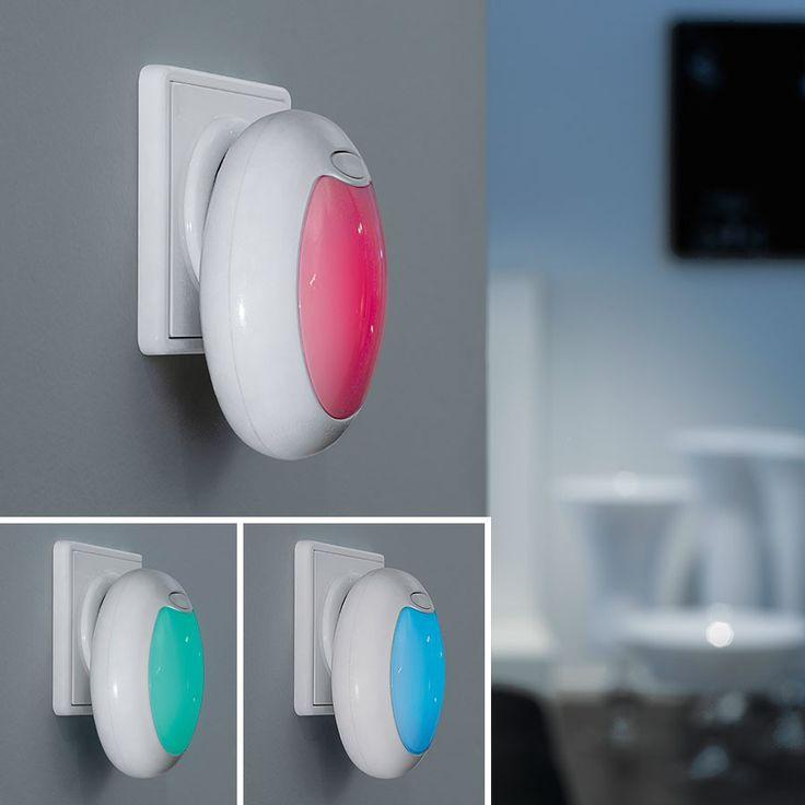 Tineo RGB LED Nattlampe - Med Tineo fra Eglo trenger du ikke lenger hverken å bli blindet av lyset eller å slå tærne i dørkarmen i mørket når du skal opp på toalettet om natten. Eller du kan la lampen stå på på barnerommet for å hjelpe til å gjøre det litt tryggere for de som syns det er skummelt når det er helt mørkt. Lampen plugges rett i stikkontakten og lyser svakt, akkurat nok til å se hvor du går eller for å gi den lille ekstra tryggheten. Lampen er laget av hvit plast og har…