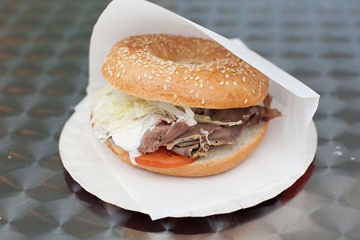 Оригинальный сэндвич с солтбифом