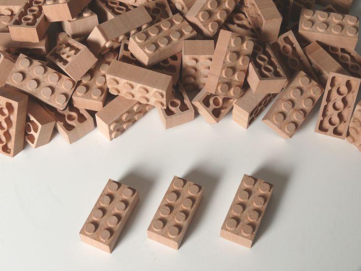 #bricks #wood #woodenbricks #holzbausteine #holz #toys #woodentoys #children #kids Kleine Holzbausteine, kompatibel mit Bausteinen anderer namhafter Hersteller. Erstmals zu sehen auf der Tendence 2013 in Frankfurt.