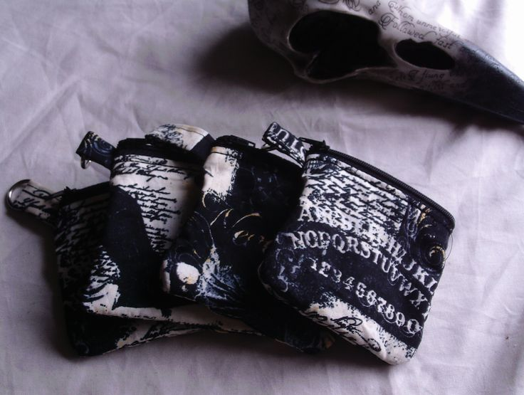 10cm square purses with a zipper on top, fully lined, in a gorgeous Hallowe'en print.