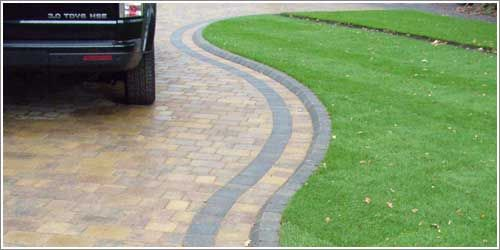 Curved Block Paving Edging To New Lawn Using Drivesett 400 x 300