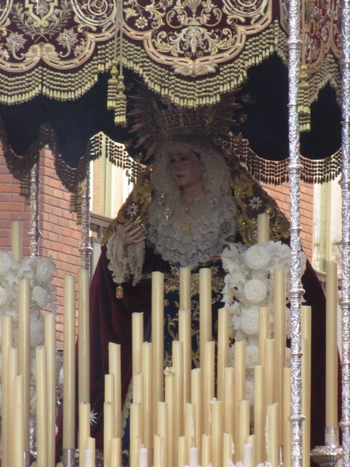 Primeros momentos de Ntra. Sra. del Rosario (@HddPyRLinares) en las calles de #Linares durante el Jueves Santo 2015.  Foto: Raúl Martínez Amores.  URL: https://www.facebook.com/photo.php?fbid=10202623858956260&set=pcb.10202623881996836&type=1&theater