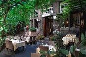 Hotel Au Quartier Maastricht  Description: Het 3-sterren stadshotel ligt aan een fraai binnenhof midden in het Jekerkwartier een van de mooiste oude wijken van Maastricht. Op loopafstand van het Vrijthof en het Onze Lieve Vrouweplein. Het hotel biedt u een aangenaam verblijf in een omgeving die een geheel eigen ritme ademt. U kunt kiezen uit 14 tweepersoonskamers met ieder een eigen karakter. Voorzien van moderne communicatiefaciliteiten lift restaurant brasserie en eigen parkeerplaatsen. U…