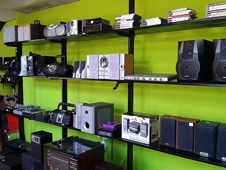 Podéis encontrar además mucha variedad de productos relacionados con los sistemas de audio: altavoces, cascos, radios y reproductores para el coche...