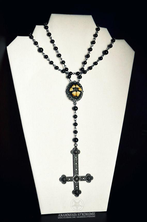 Chapelet Rosaire Gothique Noir, croix inversée et vraie relique de fausses dents humaines