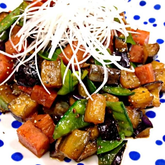 大量のスパムストックを消費したい…(´・_・`)これは、ご飯がススム君。 - 110件のもぐもぐ - 茄子とスパムの黒胡椒醤炒め by marron(まろん)