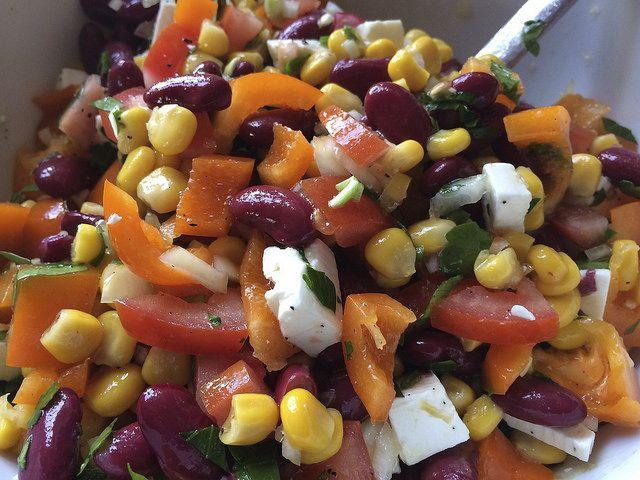 Neulich kam mir bei den Speiseplanüberlegungen ein alter Partyklassiker aus meiner Teenager-Zeit wieder in den Sinn. Seit meinem 14. Lebensjahr bin ich Vegetarierin. Diesen Salat hab ich oft zu Par...