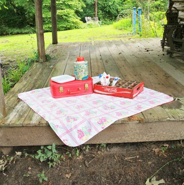 IMG 5063 597x600 DIY Upcycled Vintage Tablecloth Picnic Blanket