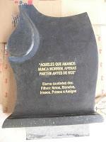 NISAN ANTIK_Sebuah pesanan yang datang dari Seorang yang Tinggal di Bali , memsan sebuah Nisan yang memiliki custom design sangat indah ,kami buatkan dari bahan granit lokal atau andesit berwarna hitam legam, dan dipahat dengan tangan atau dengan pahatan manual. Ukuran Nisan ini adalah 40 CM X 60 CM,