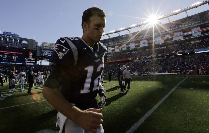 TOM walking off the field after week 4 loss