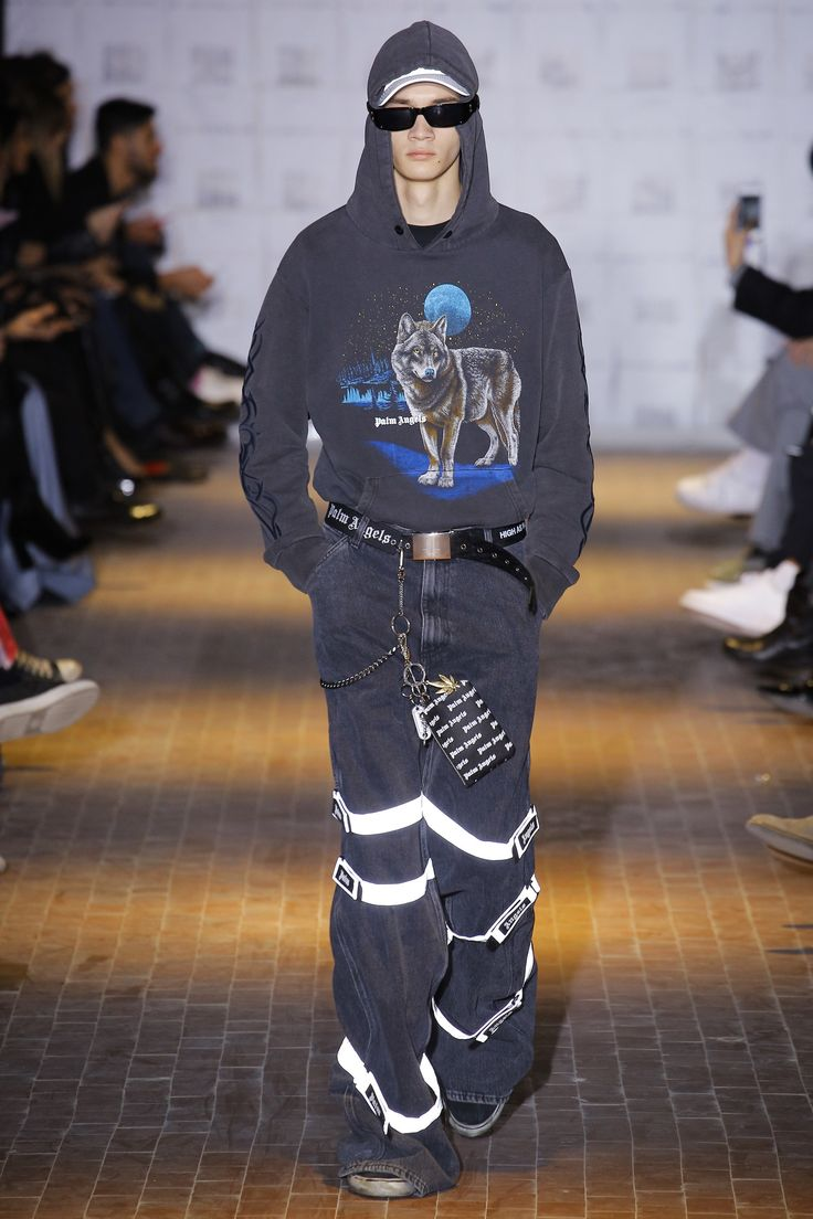 See the complete Palm Angels Fall 2017 Menswear collection.