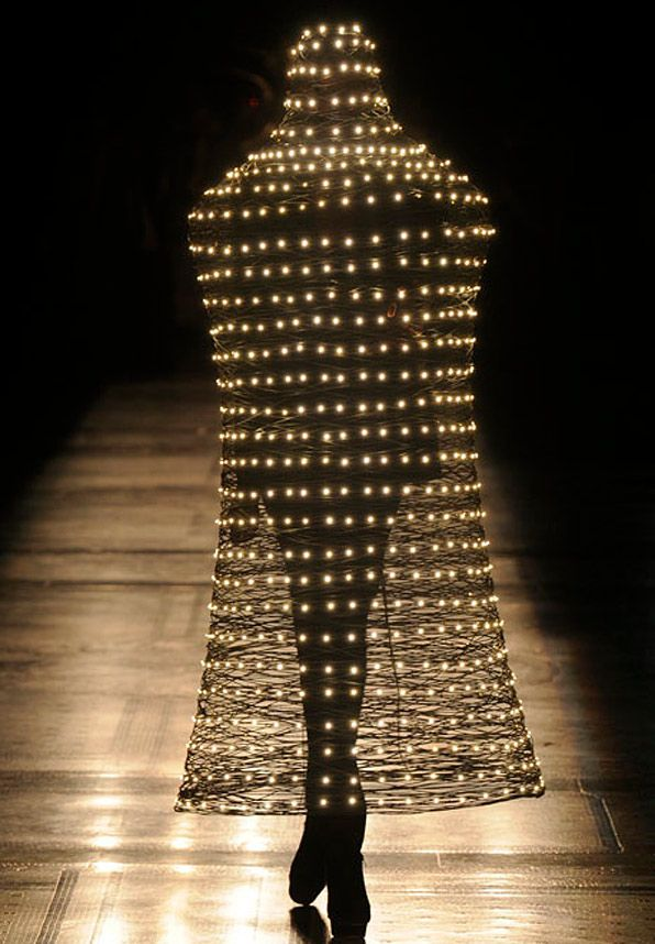 Amazing LED hats by Moritz Waldemeyer for Philip Treacy  ! (must see)
