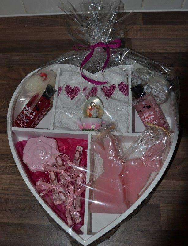 Hart gekocht en allerlei roze cadeautjes ingedaan en geld voor de verjaardag van mijn schoondochter.
