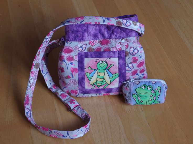 Dětská kabelka - veselé obrázky zvířátek jsem získala z jedné staré zástěry na výtvarku koupené v secondhandu