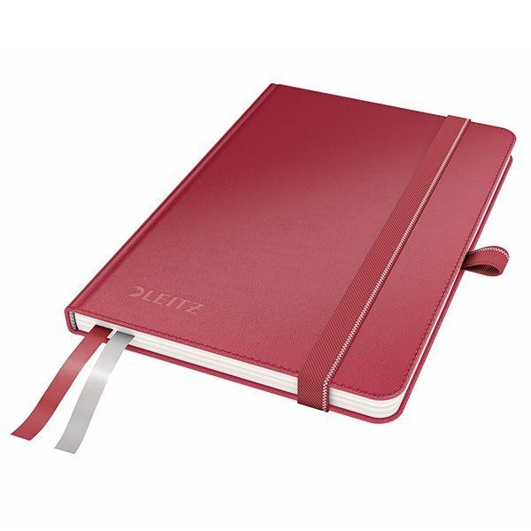 Leitz 4480 complete schrijfblok rood A6  |  Het Leitz A6 notitieboek met stevige rode kaft bevat extra zwaar 96 grams ivoorpapier. Het luxueuze opschrijfboek is tevens voorzien van een aantrekkelijk en aangenaam aanvoelende lederlook. Het notitieboekje bevat 2 stapels met plakbriefjes en 2 bladwijzers, zodat inhoud direct terug te vinden is.