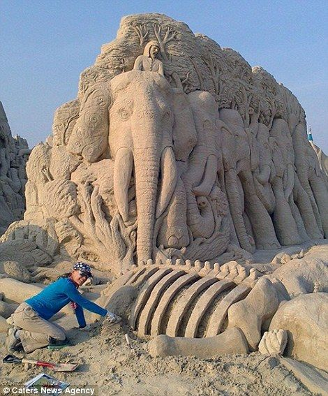 At First Glance I Thought An Elephant Fell Asleep On The Beach, But Then A Closer Look… Wow!,http://www.eyeopening.info/?p=9574