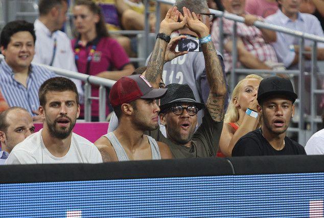 Ritkán látható fotót sikerült megörökítenie a fotósnak tegnap a Palau Sant Jordiban, ahol több Barca játékos is megnézte a kosár VB elődöntőjét.  ...
