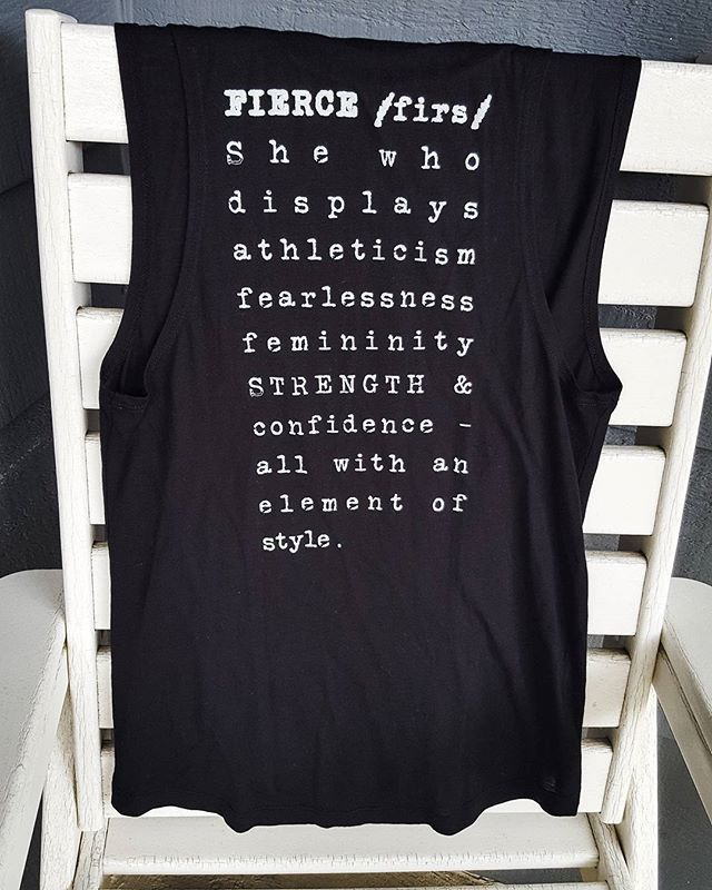 For the fierce girl in all of us.  New Tank from @simplyworkout 💪Shop Link in Profile 🙌👭 #simplyworkout #barre  #tiuteam #sweatwithkayla  #bbg #poppilates  #blogilates  #runlikeagirl #purebarre #barre3 #barmethod #pinkbarre #studiobarre #xtendbarre #sculptbarre #thebarrecode #physique57 #flybarre