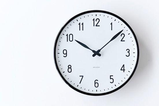 ARNE JACOBSEN/アルネ・ヤコブセン/STATION/壁掛け時計(29cm) - 北欧雑貨と北欧食器の通販サイト| 北欧、暮らしの道具店