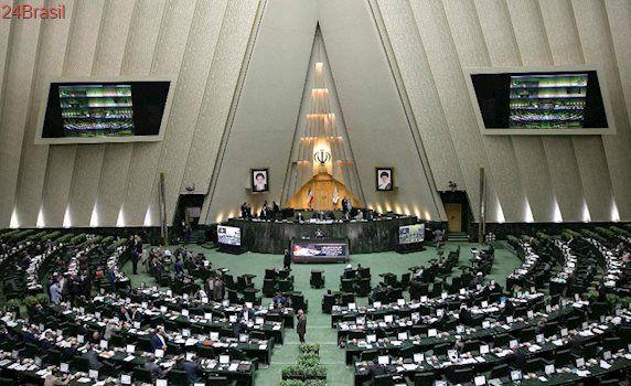 Homens abriram fogo: Parlamento do Irã e mausoléu do aiatolá Khomeini são atacados