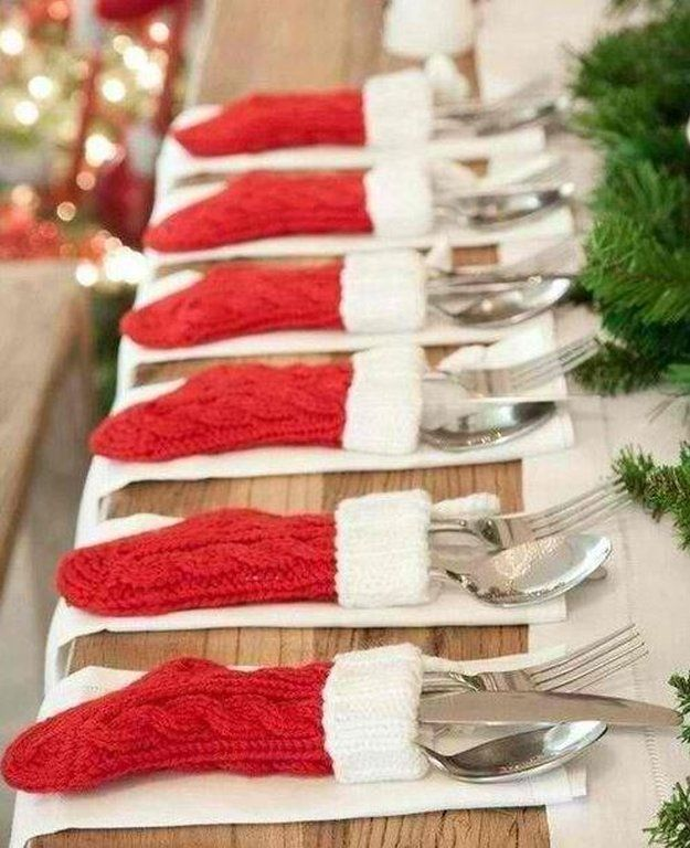 Dollar Store Christmas Project | Cool and Easy DIY Projects For The Home and More by Pioneer Settler at http://pioneersettler.com/dollar-store-crafts/