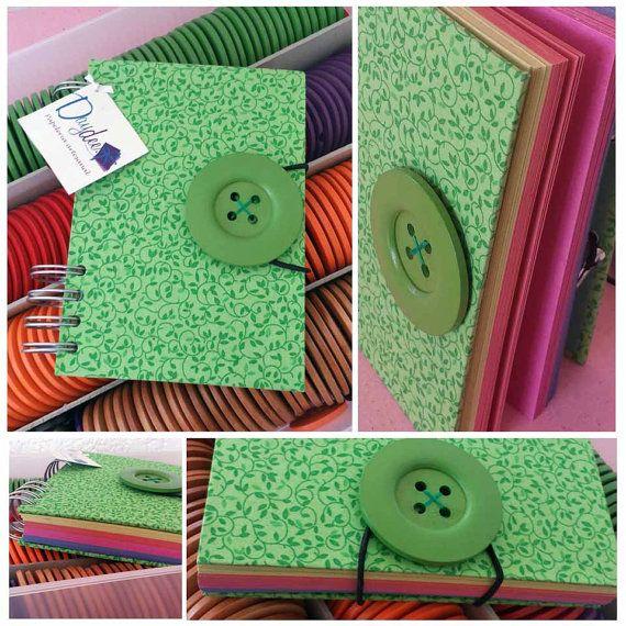 Libreta hecha a mano con tela // Green printed por Daydeedetalles, $150.00