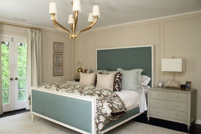 jenniferdyerhousetour pretty slate blue bed with soft beige walls: Hill Houses, Colors Combos, Dreams Home, Lights Fixtures, Apartment Therapy, Colors Palettes, Simple Master Bedrooms, Houses Tours, Bedrooms Ideas