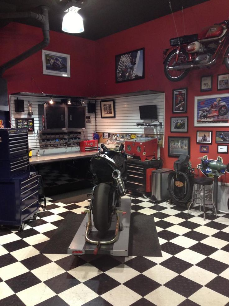 Best 25 Motorcycle Garage Ideas On Pinterest