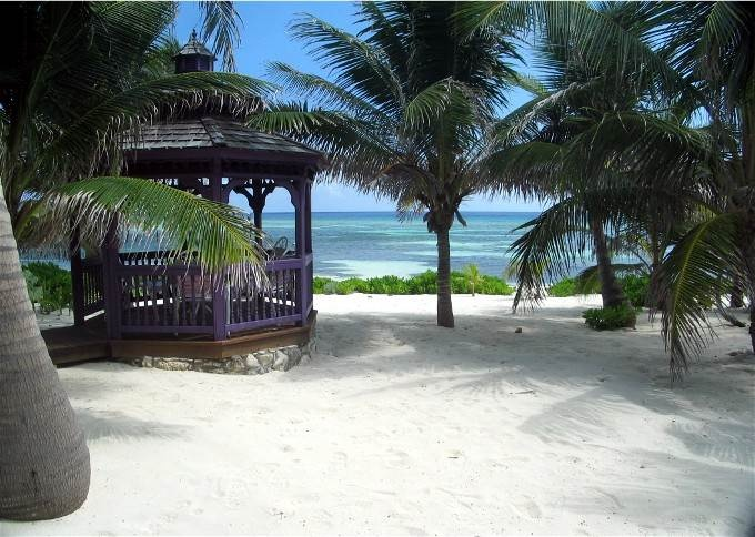 Coconut Beach Villa In Rum Point