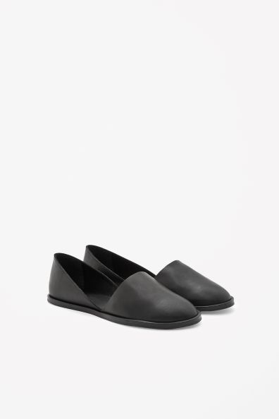 Black flat leather shoes, by COS.