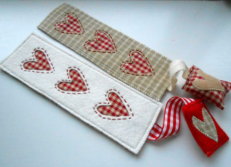 """https://flic.kr/p/pBbPm8   Beige and White Bookmarks   Patchsmith classic fabric choices.  This FREE pattern makes the perfect gift for book lovers, teachers, students and just about anybody you can think.  But be warned - making them is addictive.   Find out more at <a href=""""http://thepatchsmith.blogspot.co.uk/2014/11/across-pond-for-good-read.html"""" rel=""""nofollow"""">the Patchsmith.</a>"""