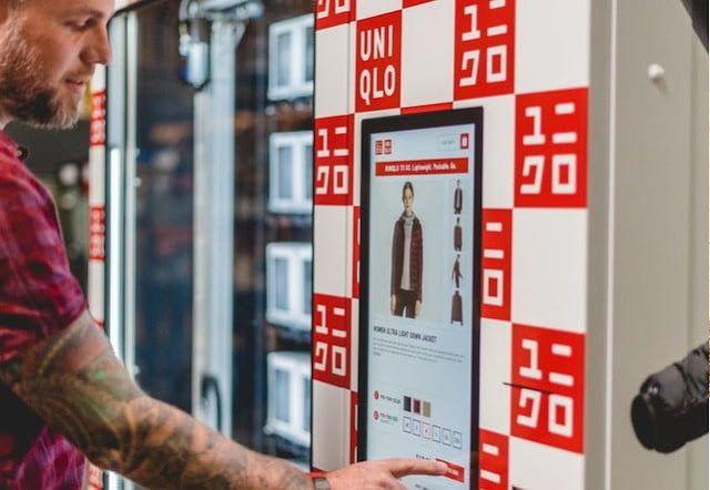 Comprar ropa es más fácil con las máquinas expendedoras de Uniqlo