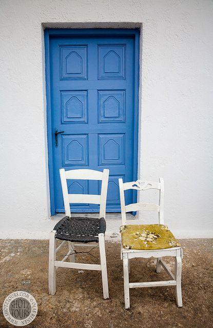 2 Chairs. © SantoriniPhotoTours.com / Olaf Reinen
