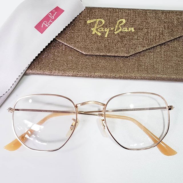 Pin De Charo Escudero Em Moda Em 2020 Armacao De Oculos Feminino