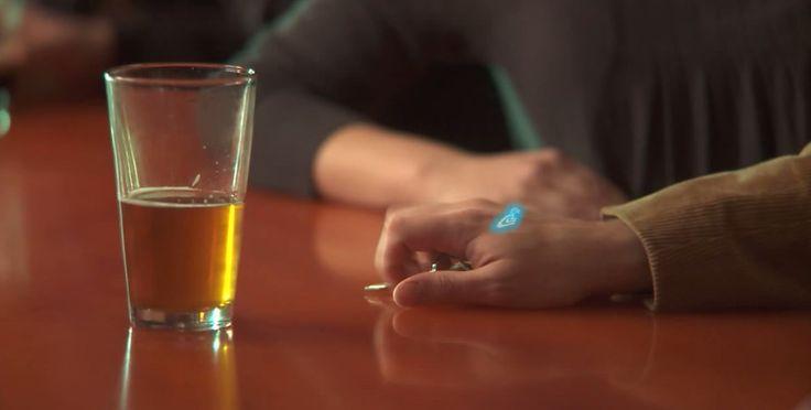 Ce tatouage s'illumine quand vous avez trop bu d'alcool pour conduire