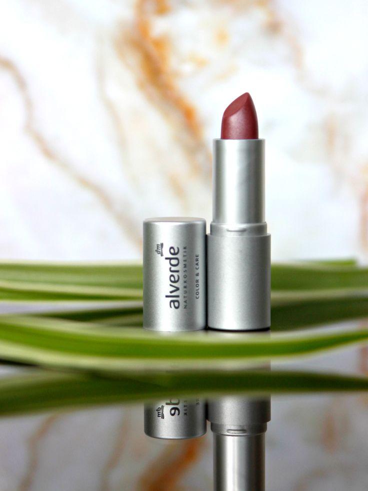 """Dit artikel bevat een review over de Alverde Color & Care lipstick in de kleur 04. Berry. Een """"my lips but better"""" kleurtje met een metallic finish"""