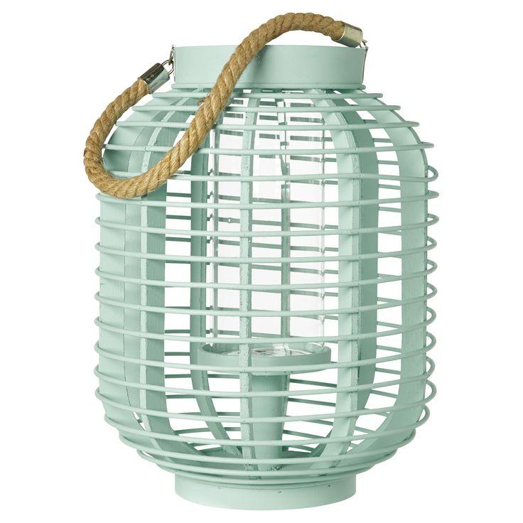 Leuke houten lantaarn Belfort, geschikt voor binnen en buiten. Kleur: wit. Afmeting: 30 x 23 cm. #kwantum #tuin #tuinverlichting