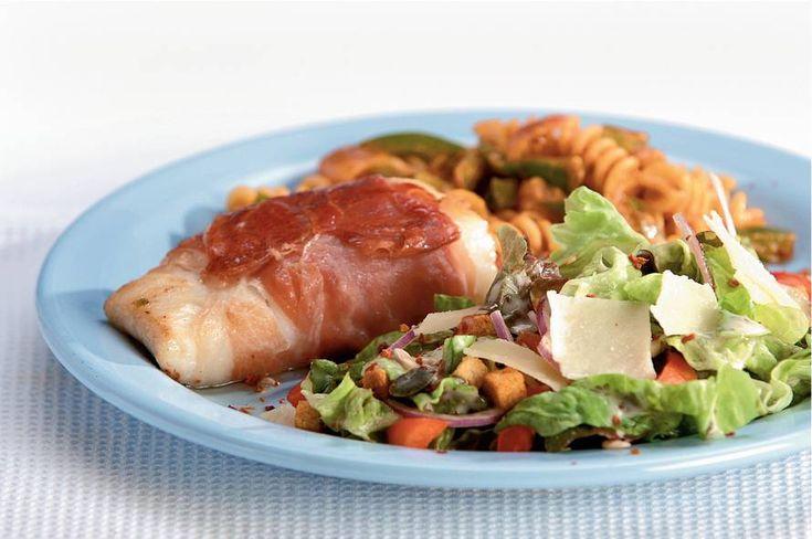 Kabeljauw in Parmaham met Italiaanse salade - Recept - Allerhande