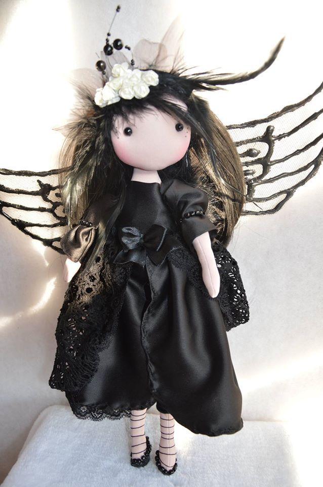 Tutorial con el paso a paso de una muñeca muy especial, muñeca hada gótica, con patrones completos.