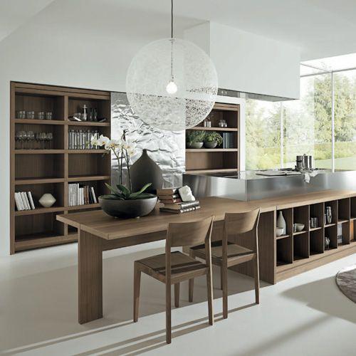 Cocina abierta con comedor integrado Acabado: Nogal y Acero inoxidable.