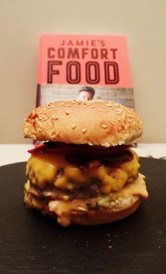 Heerlijke zelfgemaakte hamburger op een broodje. Recept van #Jamie #Oliver. #hamburger #burgers #jamieoliver #foodblog #foodie #comfortfood