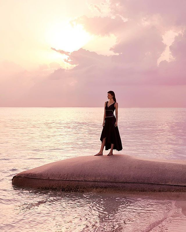 Наш июльский номер уже в продаже! Ищите главные хиты коллекций pre-fall в райском антураже одного из лучших мальдивских курортов  Four Seasons Private Island at Voavah. // Стиль @sveta_vashenyak Фото @agatapospieszynska #landaagiraavaru #fourseasons #fsprivateisland #voavah #maldives  via HARPER'S BAZAAR RUSSIA MAGAZINE OFFICIAL INSTAGRAM - Fashion Campaigns  Haute Couture  Advertising  Editorial Photography  Magazine Cover Designs  Supermodels  Runway Models