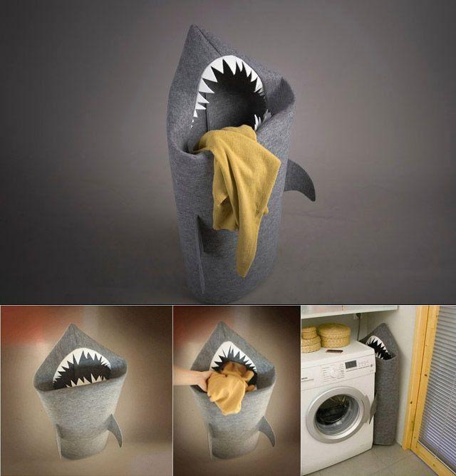 Cesta-tiburón para la ropa sucia.