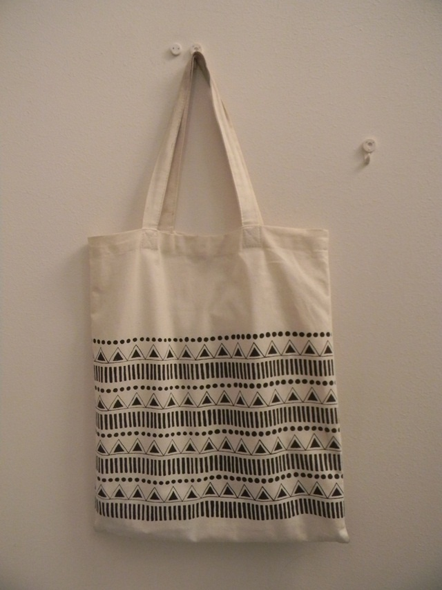This print was part of my degree work. I used screen printing, when i make these canvasbags.