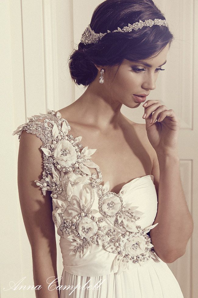 See the spectacular (and now also affordable!!) Anna Campbell Wedding Dress 2016 collection here: http://www.confettidaydreams.com/anna-campbell-gossamer-collection-2016/