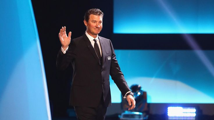 Pittsburgh Penguins co-owner and chairman Mario Lemieux scored 690 NHL goals during his Hockey Hall of Fame career that ended in 2006, but recently earned a huge assist in a child's battle against leukemia.Lemieux sent a surprise package to the home of Pittsburgh sports radio commentator Colin Dunlap, whose five-year-old daughter Darran was diagnosed with Hodgkin's lymphoma in November and is being treated at Children's Hospital in Pittsburgh.